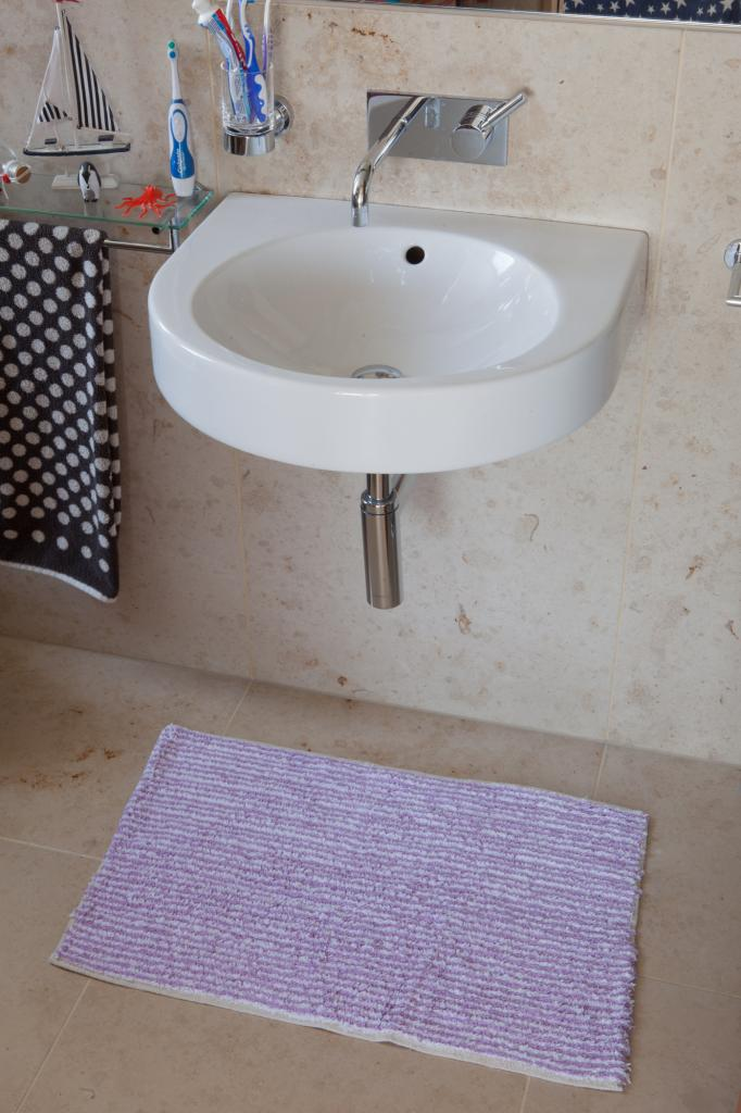 Easy clean machine washable 100 cotton mat soft purple for How to clean bathroom mats